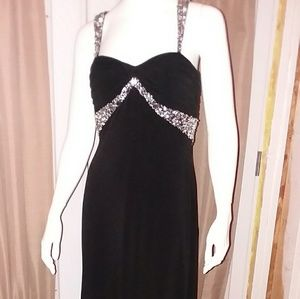 🎀Black, jeweled size 6 Prom / Ball Gown 🎀